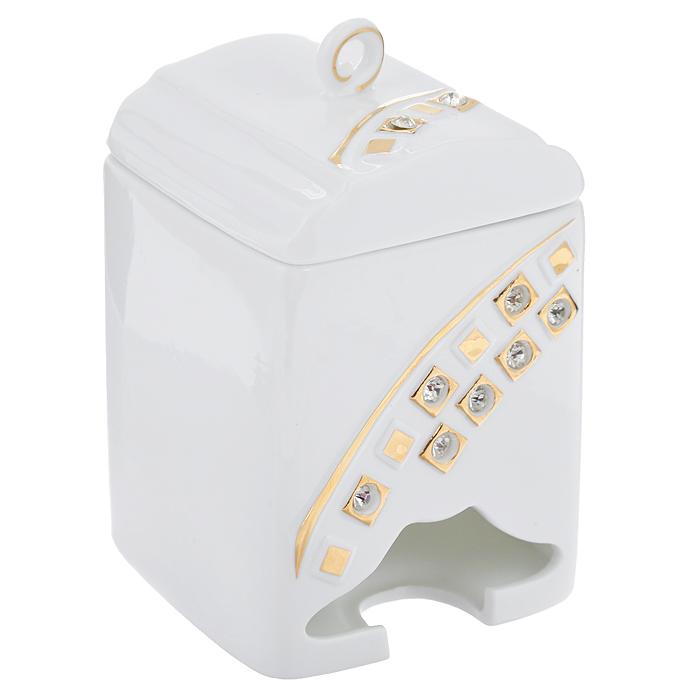 Банка-домик для чайных пакетиков Золотое созвездие. 595-375595-375Банка-домик для чайных пакетиков Золотое созвездие изготовлена из высококачественного фарфора цвета слоновой кости. Крышка и корпус банки декорированы стразами и рельефом, покрытым золотистой эмалью.Элегантная банка-домик для чайных пакетиков Золоте созвездие идеально подойдет для сервировки стола и станет отличным подарком к любому празднику.Банка упакована в подарочную коробку. Характеристики:Материал: фарфор. Высота банки (без учета крышки): 14 см. Размер банки: 8,5 см х 8,5 см.