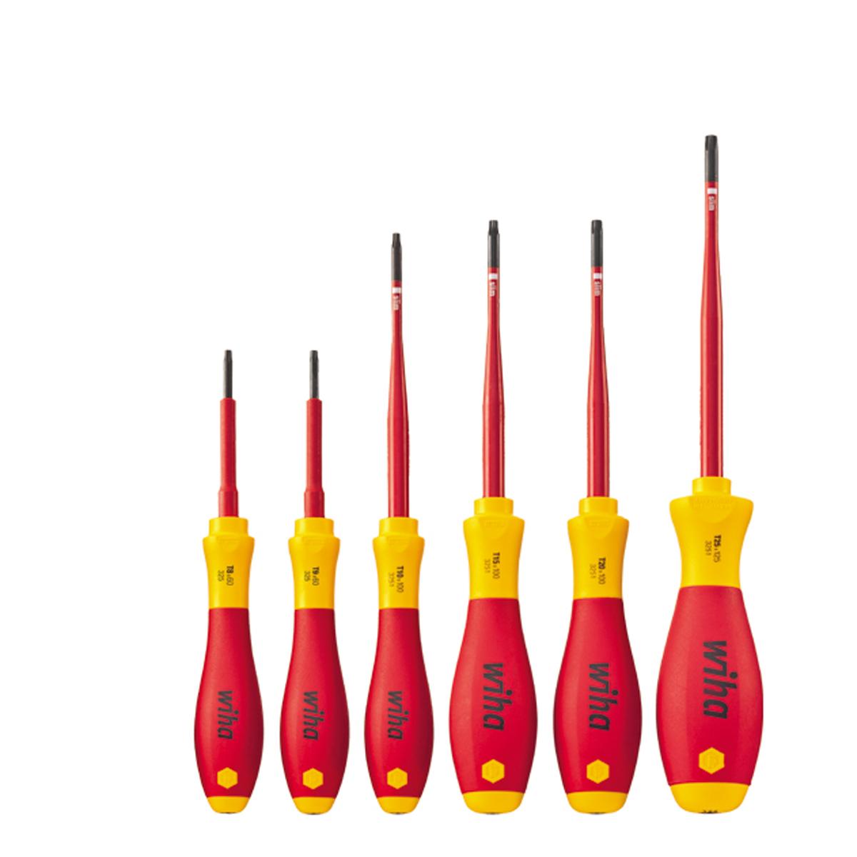 Набор отверток SoftFinish electric 3251SF K6 slimFix 6 ед Wiha 3655836558Модель Wiha SoftFinish electric - это профессиональная отвертка. Предназначена для работ снаходящимися под напряжением деталями до 1000 В переменного тока.- Ощущаемая эргономика. Уникальный дизайн этого профессионального инструмента с четырьмяразмерами рукоятки, ориентированными на конкретный случай применения, идеальным образомкомбинирует функции Быстрое кручение: динамика и Максимальная передача крутящегомомента: мощность. - Зона SoftFinish. Мягкая, поддерживающая крутящий момент зона покрытия для сухой среды.- Закрепление жала. Надежное соединение жала и рукоятки без прокручивания.- Изоляция VDE, slim Technology. Максимальная безопасность и легкий доступ к расположеннымглубоко винтам благодаря интегрированной изоляции (уменьшение диаметра жала на 33%),полностью закаленное жало.- Водяная ванна. Поштучное испытание в соответствии с IEC 60900:2004 в водяной ванне при10.000 В для испытанного, безопасного применения при 1.000 В переменного тока или 1.500 Впостоянного тока.Материал: ударопрочная экологически чистая пластмасса, термопластичный эластомер, хром- ванадий молибденовая сталь.Размер: T8 x 60 мм; T9 x 60 мм; T10 x 100 мм; T15 x 100 мм; T20 x 100 мм; T25 x 125 мм.