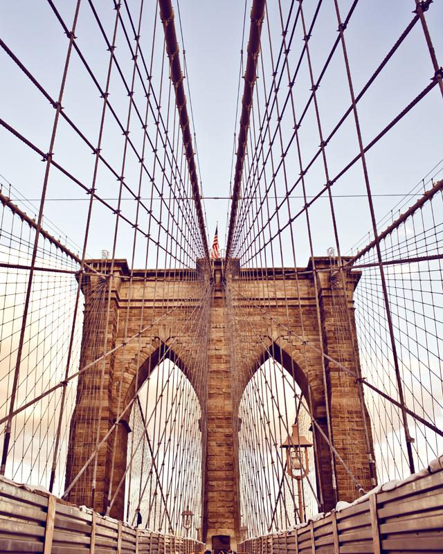 Картина на стекле Postermarket Мост, 40 х 50 смAG 40-14Картина на стекле Postermarket - это новое слово в оформлении интерьера. Изделие выполнено из закаленного стекла, что обеспечивает устойчивость к внешним воздействиям, защиту от влаги и долговечность. Картина оформлена красочным изображением моста. С задней стороны имеется петелька для подвешивания к стене. Стильный, современный дизайн, а также яркие и насыщенные цвета сделают эту картину прекрасным дополнением интерьера комнаты.