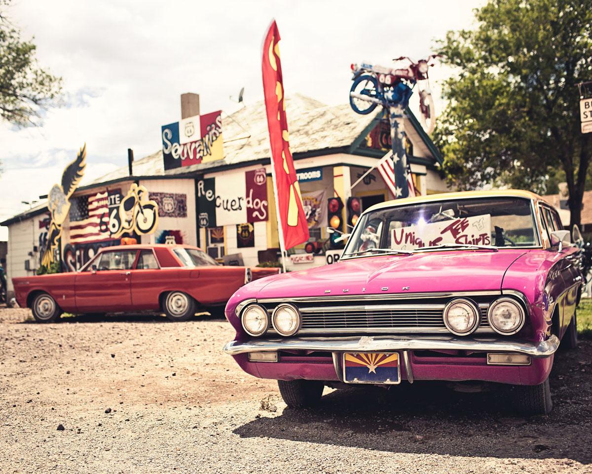 Картина на стекле Postermarket Розовый автомобиль, 50 х 40 смAG 40-16Картина на стекле Postermarket - это новое слово в оформлении интерьера. Изделие выполнено из закаленного стекла, что обеспечивает устойчивость к внешним воздействиям, защиту от влаги и долговечность. Картина оформлена красочным изображением розового автомобиля. С задней стороны имеется петелька для подвешивания к стене. Стильный, современный дизайн, а также яркие и насыщенные цвета сделают эту картину прекрасным дополнением интерьера комнаты.