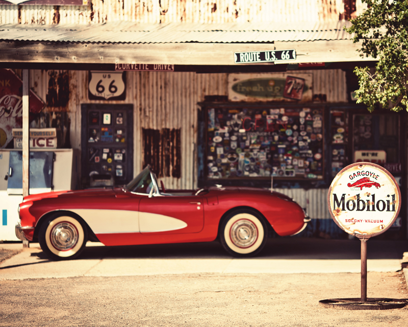 Картина на стекле Postermarket Красный автомобиль, 50 см х 40 смAG 40-17Картина на стекле Postermarket - это новое слово в оформлении интерьера. Изделие выполнено из закаленного стекла, что обеспечивает устойчивость к внешним воздействиям, защиту от влаги и долговечность. Картина оформлена красочным изображением красного ретро-кабриолета. С задней стороны имеется петелька для подвешивания к стене. Стильный, современный дизайн, а также яркие и насыщенные цвета сделают эту картину прекрасным дополнением интерьера комнаты.