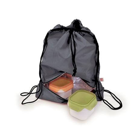Это рюкзак для ежедневного использования, который будет с вами 24 часа в сутки!Берите его с собой всюду, на работу, на учебу, в спортзал и в любые поездки. Верхнее вместительное отделение позволит положить все необходимые вещи, а с помощью удобного шнурка с фиксатором вы быстро затянете горловину рюкзака. В нижней части расположено термоотделение для еды, закрывающееся на молнию. Оно настолько вместительное, что позволяет взять с собой литровую емкость с напитком, несколько бутербродов, баночку йогурта и прочие закуски.Универсальный дизайн позволяет носить тремя способами: как сумку-мешок в руке или на одном плече, а также как обычный рюкзак за плечами.