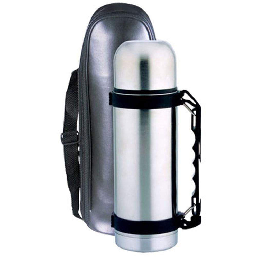 Термос Bohmann с узким горлом, цвет: металлик, 600 мл4160BHТермос с узким горлом Bohmann выполнен из нержавеющей стали. Двойные стенки сохраняют температуру до 24 часов. Внутренняя колба выполнена из высококачественной нержавеющей стали марки 18/10. Термос имеет вакуумную прослойку между внутренней колбой и внешней стенкой. Специальная термоизоляционная прокладка удерживает тепло. Термос снабжен плотно закручивающейся пластиковой пробкой с нажимным клапаном и укомплектован теплоизолированной чашкой из нержавеющей стали. Для того чтобы налить содержимое термоса нет необходимости откручивать пробку. Достаточно надавить на клапан, расположенный в центре. Термос оформлен противоскользящим чехлом из искусственной кожи с оригинальным принтом. К термосу прилагается кожаная сумка на регулирующем ремне для удобства хранения и переноса.Легкий и удобный, термос Bohmann станет незаменимым спутником в ваших путешествиях.