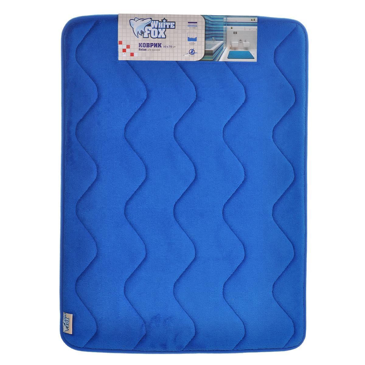 Коврик для ванной White Fox Relax. Волна, цвет: синий, 50 х 70 смWBBM20-136Коврик для ванной White Fox Relax. Волна подарит настоящий комфорт до и после принятия водных процедур. Коврик состоит из трех слоев: - верхний флисовый слой прекрасно дышит, благодаря чему коврик быстро высыхает; - основной слой выполнен из специального вспененного материала, который точно повторяет рельеф стопы, создает комфорт и полностью восстанавливает первоначальную форму; - нижний резиновый слой препятствует скольжению коврика на влажном полу.Коврик White Fox Relax. Волна равномерно распределяет нагрузку на всю поверхность стопы, снимая напряжение и усталость в ногах. Рекомендации по уходу: - ручная стирка; - не отбеливать; - не гладить; - можно подвергать химчистке; - деликатные отжим и сушка.