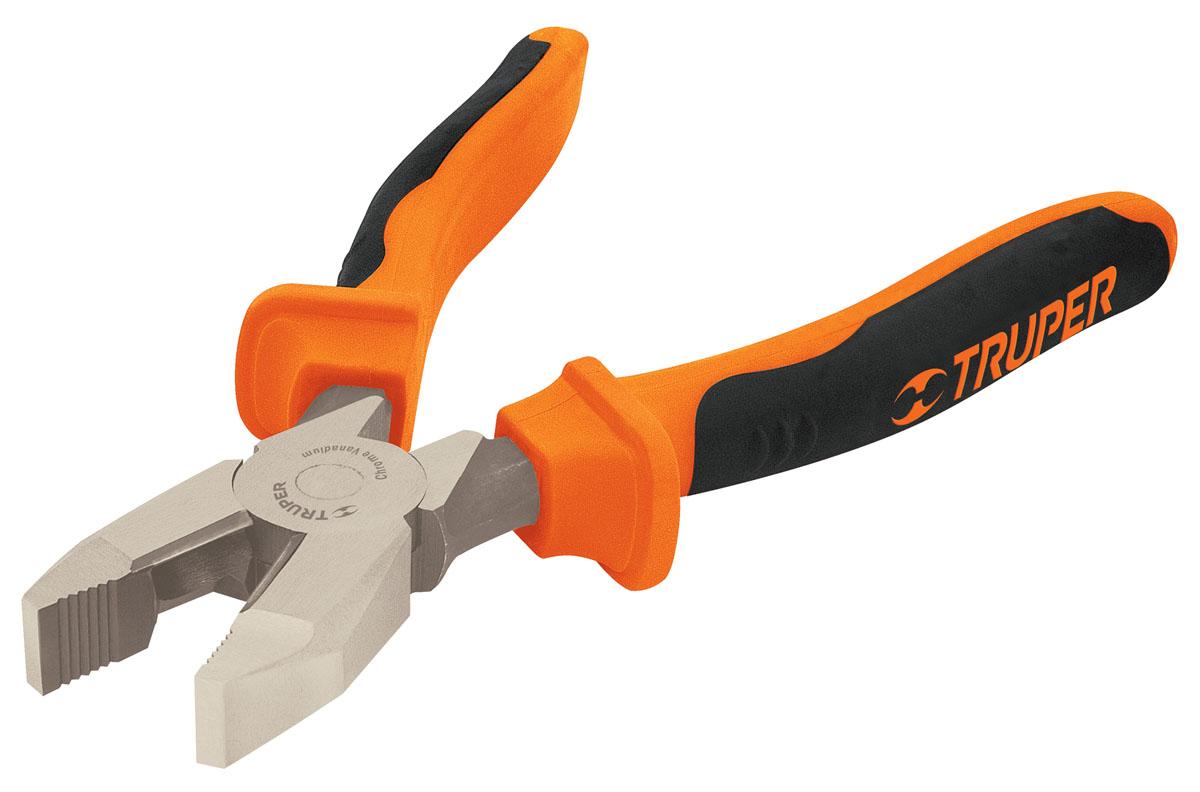 Плоскогубцы профессиональные Truper, 228,6 ммT200-9XПрофессиональные плоскогубцы Truper изготовлены из кованной хром-ванадиевой стали, которая в два раза прочнее углеродистой стали. Они предназначены для захвата, зажима и удержания мелких деталей. Сатинированное покрытие металлической части в 3 раза лучше защищает от коррозии. Обрезиненные рукоятки обеспечивают надежный захват. Инструмент подходит для работы под напряжением до 1000 В.