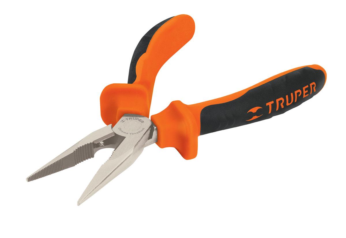 Длинногубцы Truper, 152,4 ммT203-6XДлинногубцы Truper предназначены для захвата, зажима и удержания мелких деталей. Изготовлены из кованной хром-ванадиевой стали, которая в два раза прочнее углеродистой стали. Сатинированное покрытие металлической части в 3 раза лучше защищает от коррозии. Обрезиненные рукоятки обеспечивают надежный захват. Длинногубцы подходят для работы под напряжением до 1000 В.