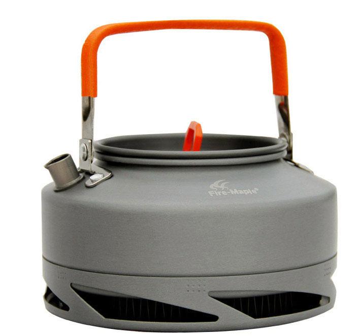 Чайник походный Fire-Maple Feast XT1, с теплообменной системой, 0,8 лFMC-XT1Походный чайник Fire-Maple Feast XT1 с теплообменной системой, изготовленный из анодированного алюминия - это незаменимая вещь в походе, особенно когда хочется быстро приготовить горячий чай или кофе на нескольких человек. Встроенная теплообменная система комбинирована с ветрозащитным экраном, тем самым энергоэффективность увеличивается на 30%, а время закипания воды сокращается на 30%. Контролируемая температура внутри теплообменной системы, очень быстро нагревает воду, и вы можете наслаждаться горячим чаем в любое время и в любом месте. Ручка чайника и ручка крышки имеет термоизолирующие элементы для сохранения вашей безопасности от ожогов.Все соединения чайника и теплообменной системы приварены по технологии фланцевого соединения.
