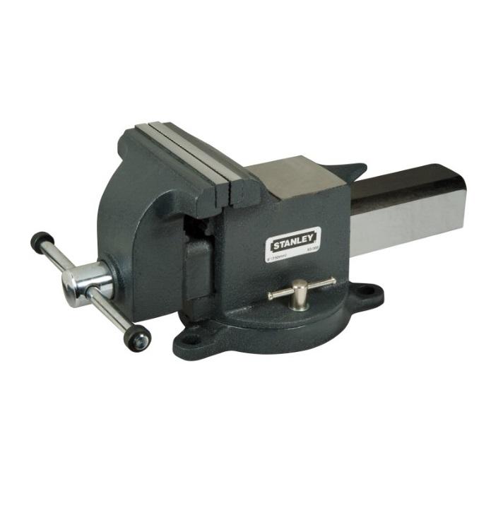 Тиски Stanley MaxSteel для большой нагрузки, 150 мм1-83-068Тиски Stanley MaxSteel изготовлены из прочного чугуна. Накатанная резьба винтов обеспечивает плавную работу и продолжительный срок службы. Основание закрепляется болтами к верстаку для обеспечения стабильности. Поворотное основание с фиксацией для универсальности. Хромовое покрытие рукояток не поддается коррозии. Характеристики: Глубина: 105 мм. Максимальный размер раскрыва при сжатии: 150 мм. Усилие стяжки: 2200 кг.