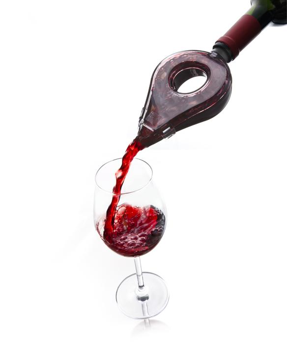 Аэратор для вина VacuVin, цвет: серый. 18546601854660Аэратор для вина Vacu Vin откроет вам новые грани наслаждения вином. Изготовлен из высококачественного, прочного пластика. Его дизайн замедляет стекание вина в бокал, позволяя ему впитать больше кислорода и обогащая его вкус. Съемная верхняя половинка прозрачна, и вы сможете наблюдать за процессом розлива. Вы также сможете заметить осадок в вине и прервать розлив до того, как осадок попадет в бокал. Отличный инструмент для ценителей вина дополнит вашу коллекцию винных аксессуаров.