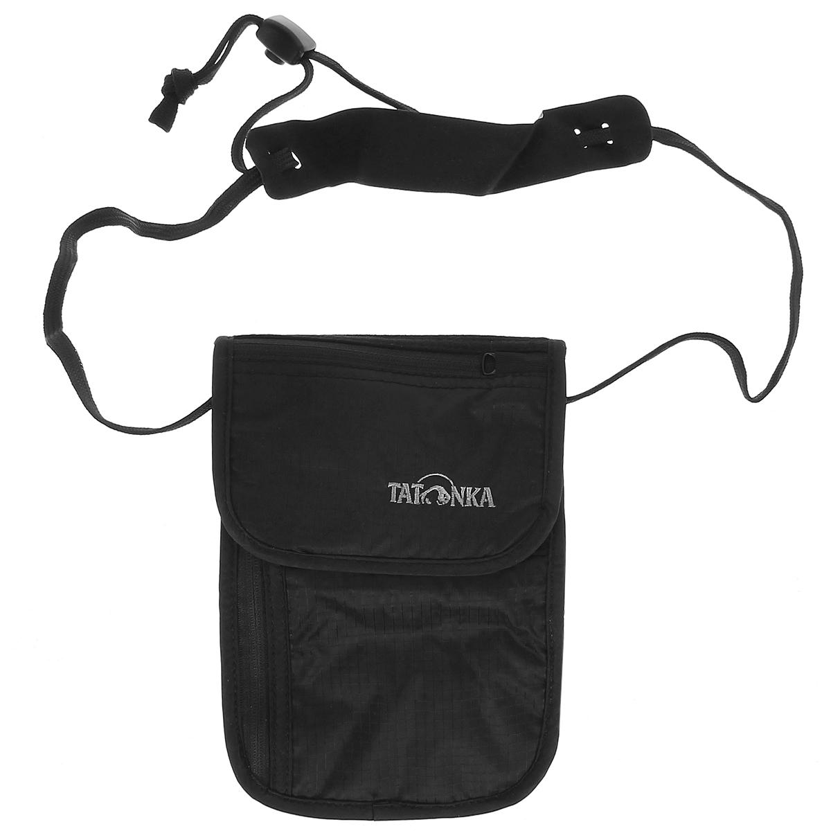 Кошелек шейный Tatonka Skin Neck Pouch, потайной, цвет: черный2858.040Потайной кошелек Tatonka Skin Neck Pouch носится на шее. Этот кошелек с клапаном на липучке внутри имеет глубокое отделение, большой карман на застежке-молнии и два маленьких кармашка. На клапане имеется небольшой кармашек на застежке-молнии. С обратной стороны для большего комфорта изделие дополнено мягкой тканью. Кошелек крепится на шее при помощи шнурка со стоппером и комфортной подкладкой.Материал: 210 T Nylon Ripstop.