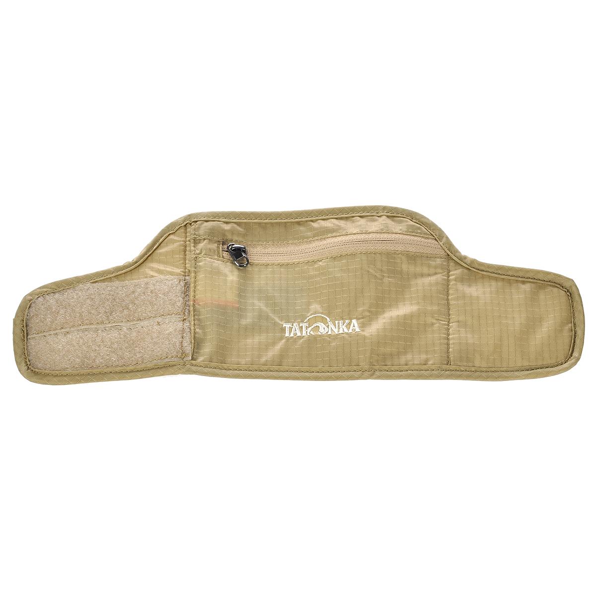 Кошелек на запястье Tatonka Skin Wrist Wallet, потайной, цвет: бежевый4147940Потайной кошелек на запястье Skin Wrist Wallet легко накладывается на руку посредством липучки и приятен для кожи. Кошелек имеет одно отделение на застежке-молнии. С обратной стороны он дополнен специальной комфортной подкладкой из мягкого материала, которая не раздражает кожу. Материал: 210T Nylon Rip Stop.