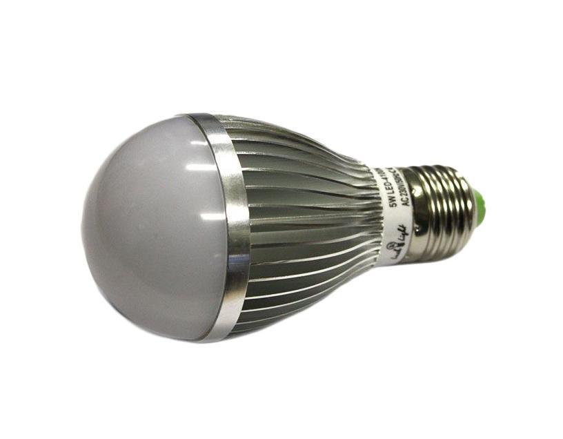 Светодиодная лампа Luck & Light, холодный свет, цоколь E27, 5WB5W-CСветодиодная лампа Luck & Light инновационный и экологичный продукт, специально разработанный для эффективной замены любых видов галогенных или обыкновенных ламп накаливания во всех типах осветительных приборов. Основные преимущества лампы Luck & Light: Экономия до 80 % энергии. Средний срок службы 30000 ч. Характеристики: Материал: пластик, металл. Размеры лампы: 11 см х 6 см х 6 см. Размеры упаковки: 11,5 см х 6,5 см х 6,5 см. Гарантия производителем:2 года.