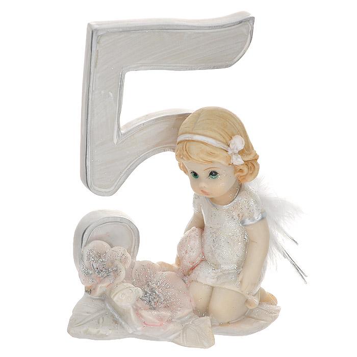 """Статуэтка Molento """"Именинный ангелочек. 5 лет"""", выполненная из полистоуна, станет отличным подарком для вашего малыша! Все мы знаем, как порой непросто бывает выбрать подходящий подарок к тому или иному торжеству, а декоративные статуэтки """"Molento"""" всегда были и останутся оригинальным подарком. Этот вид сувенира нельзя назвать бесполезной вещью. Статуэтка может стать великолепным украшением интерьера. Статуэтка является подарком на все времена, подобная вещь никогда не выйдет из моды.Спустя годы она будет только радовать владельца своими изящными формами и плавными линиями."""