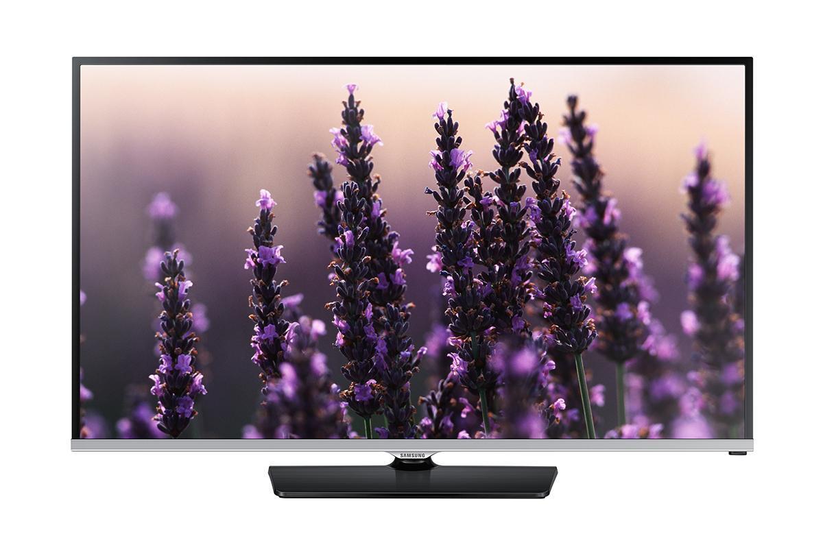 Samsung UE22H5000AK телевизор225000LED-телевизор Samsung UE22H5000AK модельного ряда 2014 года с экраном 22, высоким разрешением Full HD 1920х1080p оснащён процессором изображения Hyper Real Engine, технологией Clear Motion Rate 100 Hz, обладает полным углом обзора 178 градусов, а также элегантным дизайном, который великолепно будет смотреться в любом интерьере от модерна до классики. Новинка Samsung UE22H5000AK оснащена современным процессором обработки изображения Hyper Real Engine, который лёг в основу новой линейки серии H5000. Вместе с технологиями Wide Color Enhancer Plus, Mega Dynamic Contrast и Clear Motion Rate 100 Hz этот процессор обеспечивает воспроизведение великолепного по качеству изображения с насыщенными, глубокими цветами. Samsung UE22H5000AK в своём функционале имеет технологию ConnectShare Movie, с помощью которой пользователь может просматривать видео и фото файлы, хранящиеся на USB-носителе или компьютере, слушать музыку в формате MP3. Для использования данной функции аппарат оснащен портом USB, к которому подключаются внешние устройства и носители. LED-телевизор Samsung UE22H5000AK обладает качественным звуком суммарной мощностью колонок 10 Вт, динамики вмонтированы в корпус телевизора и направлены вниз, что в свою очередь придаёт звучанию определённую глубину. ЖК-телевизор Samsung UE22H5000AK имеет самые необходимые подключения, в частности, порт USB, два входа HDMI, вход SCART и выход для наушников. Одновременно к аппарату можно подключить несколько источников сигнала - спутниковый ресивер, DVD или Blu-Ray плеер, а также игровую консоль. Встроенный DVB-T2 тюнер позволит смотреть эфирное телевидение нового поколения в HD качестве.