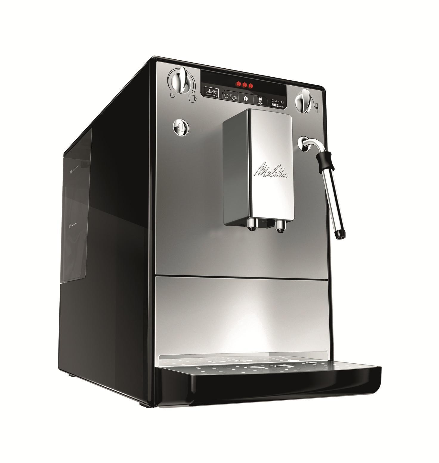 Melitta Caffeo Solo&milk E953-102, Silver Black кофемашинаCaffeo Solo&milk Silver BlackАвтоматическая кофемашина Caffeo Solo&milk компании Melitta для приготовления кофейных напитков из зернового или молотого кофе. Функциональна, обладает повышенной работоспособностью. Оснащена капучинатором Panarello, который дает порцию горячей воды, подогревает и вспенивает молоко. Съемный заварной механизм имеет функцию предварительного смачивания, благодаря чему раскрывается полностью вкус и аромат кофе. Строгость и компактностьMelitta E 953 является одной из самых маленьких кофемашин в мире. И тем не менее, этого вполне достаточно для высоких технологий Melitta и чистого наслаждения кофе. Индивидуальные настройки приготовления кофеНаслаждение без компромиссов: вы выбираете крепость и температуру своего кофе. Кроме того, одним поворотом регулятора вы также программируете количество кофе в соответствии с размером чашки. Специальная система предварительного заваривания кофеДля того, чтобы вы получили максимальное удовольствие, Melitta E 953 использует функцию предварительного смачивания кофе. Для получения максимально ароматного кофе уже смолотый кофе, непосредственно перед заваркой, обдается водой. Для оптимальной очистки система легко вынимается. Выключение до 0 ВтПри выключении до 0 Вт Melitta E 953 прерывает подключение к электросети. Ваши личные настройки, разумеется, сохраняются. Эту функцию включения/выключения можно также запрограммировать, чтобы в заданное время подключение к электросети было автоматически прервано. Регулируемый по высоте вывод кофеРегулируемый по высоте вывод кофе до 135 мм для одной или двух чашек, кружек или стаканов для латте маккиатто. Приготовление двух чашекMelitta E 953 приготовит 2 чашки напитка одним нажатием кнопки. Капучинатор PanarelloКапучинатор с легкостью взобьет молоко в воздушную пену либо подогреет молоко. Капучинатор можно легко снять и промыть.