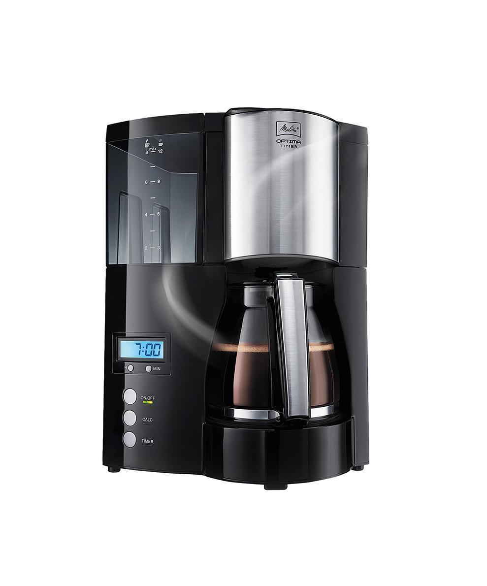 Кофеварка Melitta Melitta Optima Glass Timer, BlackMelitta Optima Glass Timer, BlackСовременная капельная кофеварка Melitta Optima Glass Timer рассчитана на приготовление за один раз от 2 до 8 чашек натурального ароматного кофе «американо». Модель оснащена удобной панелью управления с дисплеем, таймером и часами. С помощью функции таймера можно запрограммировать кофеварку на нужное вам время, например, вечером на следующее утро. В установленное время кофеварка начнет автоматически готовить кофе. Готовый напиток поступает в стеклянный кофейник, находящийся на подогреваемой подставке. Противокапельная система блокирует подачу кофе при отсутствии на подставке кувшина, а противоскользящие ножки гарантируют устойчивость на любой поверхности. Для удобства в уходе в модели имеется функция регулировки жесткости воды. В нужное время прибор покажет сообщение о необходимости очистки от накипи, а система автоматической чистки активируется путем нажатия одной кнопки. Элегантный стильный дизайн и хорошая функциональность делают кофеварку Melitta Optima Glass Timer востребованной для широкого круга потребителей.
