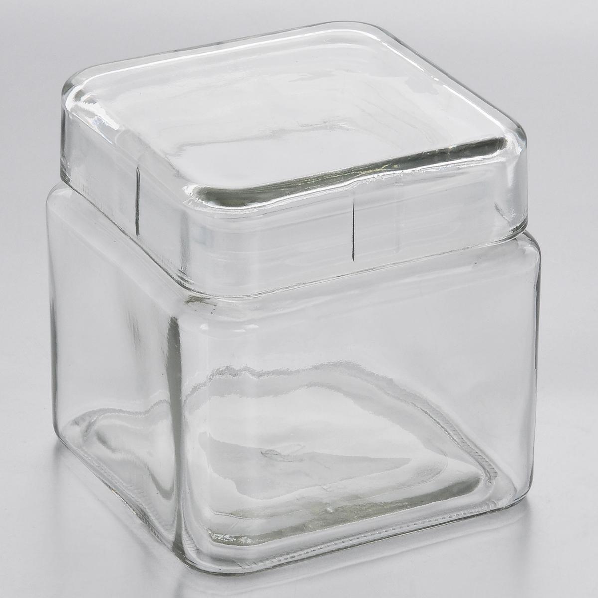 Емкость для хранения Esprado Cristella, 800 млC040801E405Емкость для хранения Esprado Cristella изготовлена из качественного прозрачного стекла, отполированного до идеального блеска и гладкости. Изделие имеет квадратную форму. Стекло термостойкое, что позволяет использовать емкость Esprado при различных температурах (от -15°С до +100°С). Это делает ее функциональным и универсальным кухонным аксессуаром. Емкость прекрасно подходит для хранения кофе, орехов, сахара, специй и других сыпучих продуктов. Крышка плотно закрывается и легко открывается благодаря силиконовой прослойке. Это обеспечивает герметичность и дольше сохраняет продукты свежими. Благодаря различным дизайнерским решениям такая емкость дополнит и украсит интерьер любой кухни. Емкости для хранения из коллекции Cristella разработаны на основе эргономичных дизайнерских решений, которые позволяют максимально эффективно и рационально использовать кухонные поверхности. Благодаря универсальному внешнему виду, они будут привлекательно смотреться в интерьере любой кухни. Емкости для хранения незаменимы на кухне: они помогают сохранить свежесть продуктов, защищают от попадания излишней влаги и позволяют эффективно использовать ограниченное кухонное пространство. Не использовать в духовом шкафу, микроволновой печи и посудомоечной машине.
