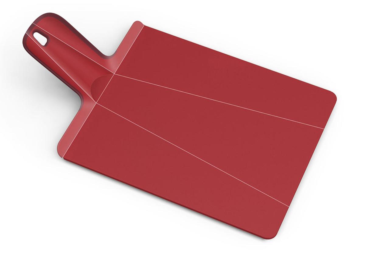 Доска разделочная Joseph Joseph Chop2Pot, цвет: красный, 27 см х 37 см60042Разделочная доска Joseph Joseph Chop2Pot изготовлена из прочного пищевого пластика со специальным покрытием, предотвращающим прилипание пищи. При нарезке продуктов на такой доске ножи не затупляются. Удобная ручка оснащена прорезиненными вставками, что обеспечивает надежный хват и комфорт во время использования. Обратная сторона доски снабжена такими же вставками для предотвращения скольжения по поверхности стола. Благодаря изгибам в некоторых местах, доска удобно сворачивается и позволяет аккуратно пересыпать все, что вы нарезали. Всем знакомо, как неудобно ссыпать порезанные овощи в кастрюлю, но с этим приспособлением вы одним движением превратите разделочную доску в удобный совок, и все попадет по назначению. Можно мыть в посудомоечной машине.