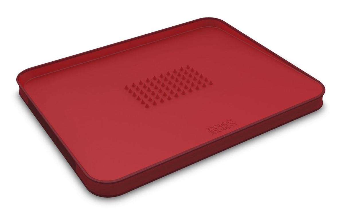Доска разделочная Joseph Joseph Cut&Carve, для мяса, цвет: красный, 37 х 29 см60004Разделочная доска Joseph Joseph Cut&Carve изготовлена из прочного пищевого пластика со специальным покрытием, которое предотвращает прилипание пищи и сохраняет ножи острыми. Края доски прорезинены для лучшей устойчивости на столе. Доска двухсторонняя: верхняя сторона идеально гладкая, с нижней стороны располагаются специальные зубцы, с помощью которых кусок мяса идеально зафиксируется и не будет скользить. Поверхность доски расположена под углом, специальный бортик собирает крошки и лишнюю жидкость. Закругленные края позволяют без труда вылить жидкость, не пролив ни капли. Доска идеальна для нарезки мяса, хлебобулочных изделий, фруктов и т.д. Уникальный продуманный дизайн и качество исполнения сделают доску Joseph Joseph Cut&Carve незаменимой помощницей на кухне. Можно мыть в посудомоечной машине.