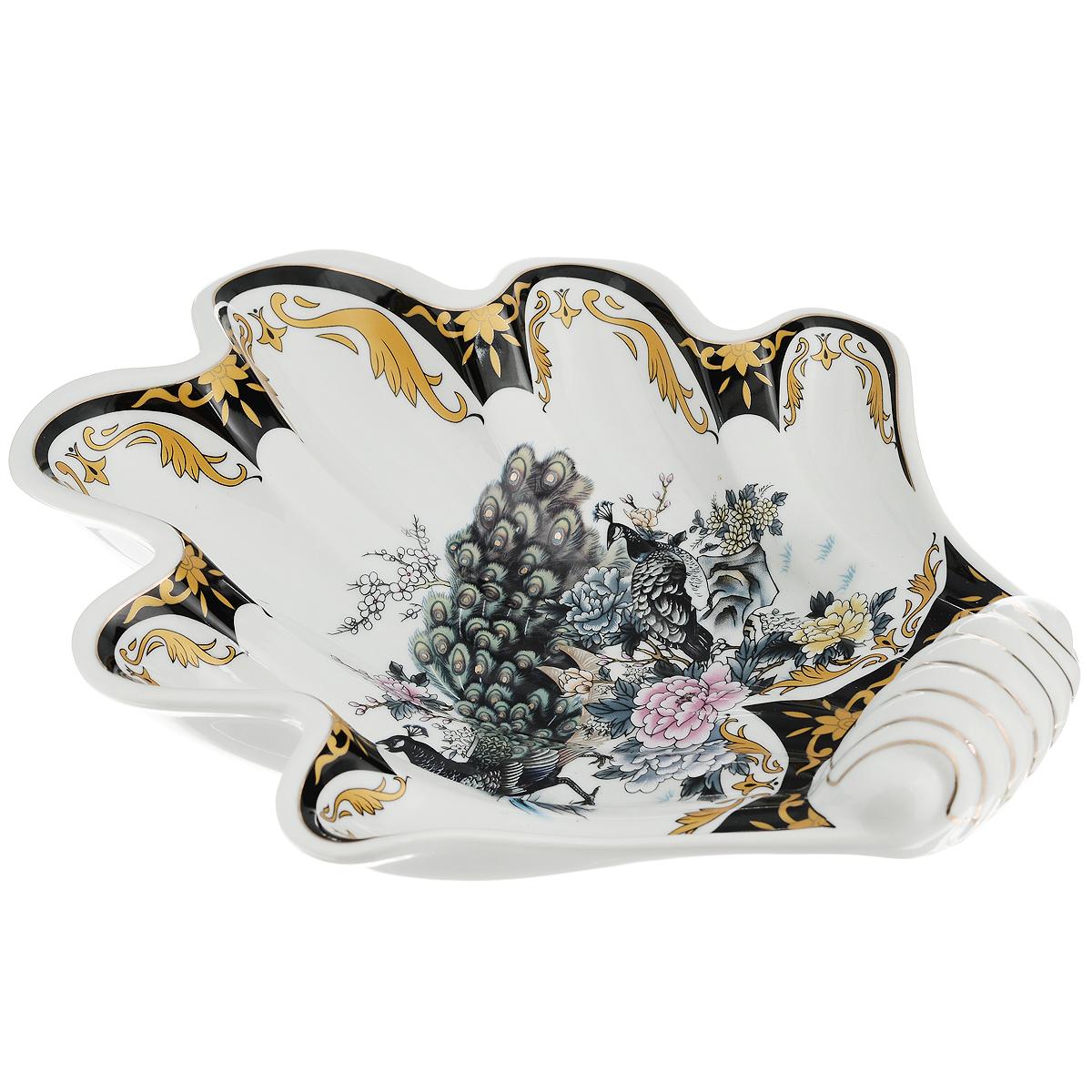 Блюдо Saguro Сказочный павлин, 22,5 см х 25 см х 5 см518-038Блюдо Saguro Сказочный павлин изготовлено из фарфора в виде изящной ракушки. Изделие оформлено красочным изображением павлинов.Такое блюдо сочетает в себе изысканный дизайн с максимальной функциональностью. Красочность оформления и необычная форма блюда придется по вкусу тем, кто предпочитает утонченность и изящность. Оригинальное блюдо украсит сервировку вашего стола и подчеркнет прекрасный вкус хозяйки, а также станет отличным подарком.Не использовать в микроволновой печи. Не применять абразивные чистящие вещества.