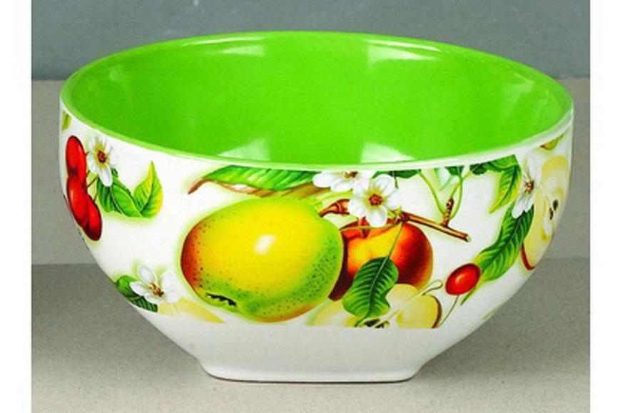 """Салатник """"Дюшес"""" изготовлен из высококачественной керамики и декорирован ярким изображением груш. Он прекрасно впишется в интерьер вашей кухни и станет достойным дополнением к кухонному инвентарю. Такой салатник не только украсит ваш кухонный стол и подчеркнет прекрасный вкус хозяйки, но и станет отличным подарком.Можно использовать в посудомоечной машине и микроволновой печи.   Объем салатника: 510 мл. Диаметр салатника: 13 см. Высота салатника: 7 см."""