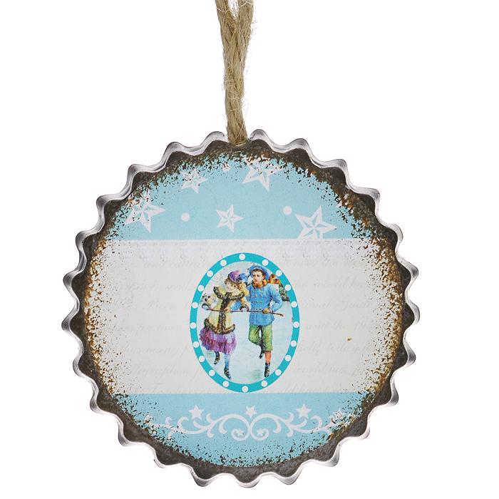 Новогоднее подвесное украшение Феникс-Презент Зимняя прогулка. 3529235292Оригинальное новогоднее украшение из пластика прекрасно подойдет для праздничного декора дома и новогодней ели. Изделие крепится на елку с помощью металлического зажима.