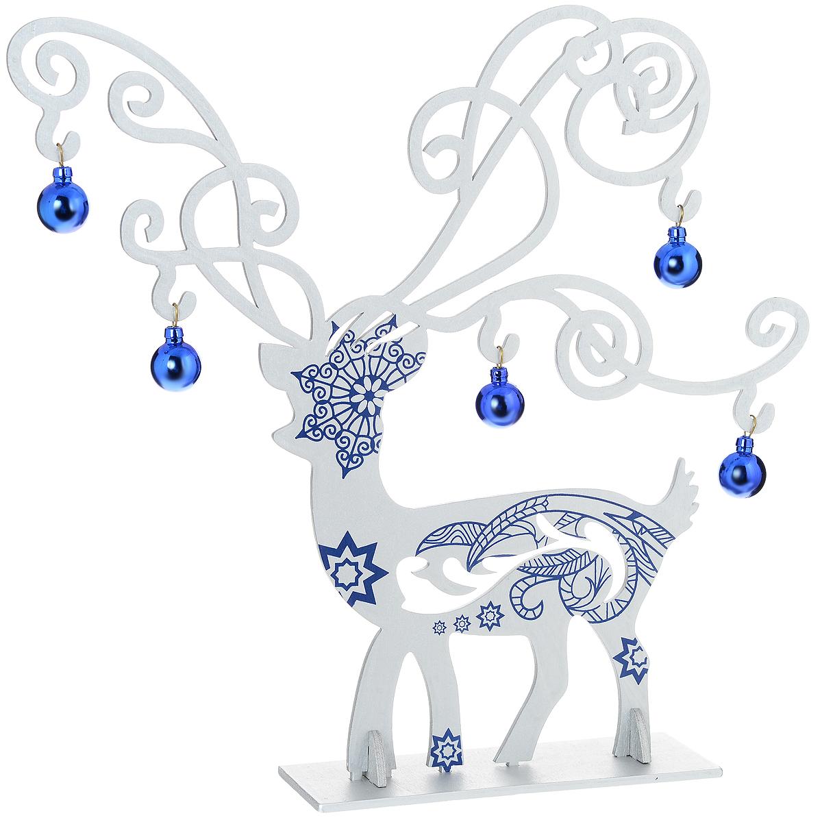 Украшение новогоднее Серебряный олень. 3527935279Оригинальное сборное новогоднее украшение Серебряный олень выполнено из древесины тополя в виде серебристого оленя, декорированного синими узорами. Олень помещается на одну основную и две вспомогательные подставки. Синие шары можно повесить на его красивые ветвистые рога. Это украшение может занять достойное место в вашем доме в праздничные дни. Новогодние украшения приносят в дом волшебство и ощущение праздника. Создайте в своем доме атмосферу веселья и радости, украшая всей семьей новогоднюю елку нарядными игрушками, которые будут из года в год накапливать теплоту воспоминаний.Коллекция декоративных украшений из серии Magic Time принесет в ваш дом ни с чем несравнимое ощущение волшебства!Комплектация: - украшение Серебряныйолень (1 шт.), - синие шары (5 шт.), - основная подставка (1 шт.), - вспомогательные подставки (2 шт.).Размер оленя: 28 см х 30 см х 0,5 см. Размер подставки: 13,5 см х 6 см х 0,5 см. Диаметр шаров: 2 см.
