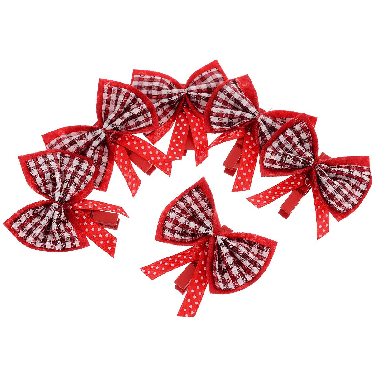 Новогоднее украшение Бантик в полосочку, цвет: красный, 6 шт. 3532435324Оригинальное новогоднее украшение прекрасно подойдет для декора дома и праздничной елки. Украшение выполнено из полиэстера в виде банта и украшено блестками. С помощью специальных проволочек украшение можно повесить в любом понравившемся вам месте. Новогодние украшения всегда несут в себе волшебство и красоту праздника. Создайте в своем доме атмосферу тепла, веселья и радости, украшая его всей семьей.