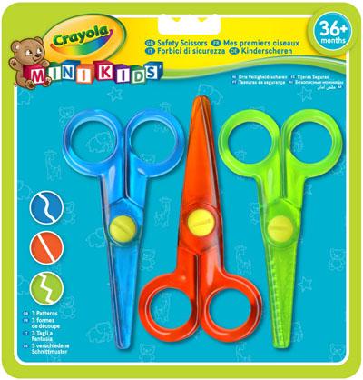 Набор детских ножниц Crayola, 3 шт81-8119Разноцветные детские ножницы Crayola предназначены для разрезания бумаги.Малыши обожают вырезать из бумаги фигурки, создавать аппликации, коллажи и другие поделки. Теперь в вашем распоряжении есть ножницы с пластиковыми лезвиями и круглыми наконечниками, которые не нанесут вреда нежным детским пальчикам.В наборе 3 пары ножниц: зеленого, синего и красного цветов. У каждых лезвия индивидуальной формы: красные позволяют получить при вырезании прямой край, синие - волнообразный, а зеленые - зигзагообразный.Ножницы выполнены из пластика и абсолютно безопасны для детей. Благодаря эргономичным ручкам они удобны в применении.Такие ножницы отлично подойдут для детского творчества и помогут детям развить координацию движений и моторику рук.