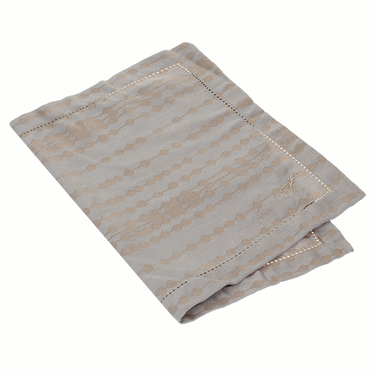 Подставка под горячее Julia Vysotskaya, жаккардовая, цвет: бежевый, 33 см х 48 см. 2014-342014-34Подставка под горячее Julia Vysotskaya, выполненная из жаккарда, идеально впишется в интерьер современной кухни. Изделия из жаккарда уже давно стали известны всему миру не только своей прочностью и износостойкостью, но и элегантным, благородным внешним видом. Такой материал прослужит Вам не один десяток лет. Изделия имеют тефлоновое покрытие, можно поставить даже раскаленную сковороду и изделие останется целым. На всех изделиях коллекции есть не только логотип Julia Vysotskaya, но и сорока, которая является гербом поместья Юлии в Тоскане. Каждая хозяйка знает, что подставка под горячее - это незаменимый и очень полезный аксессуар на каждой кухне. Ваш стол будет не только украшен оригинальной подставкой с красивым рисунком, но и сбережен от воздействия высоких температур ваших кулинарных шедевров.