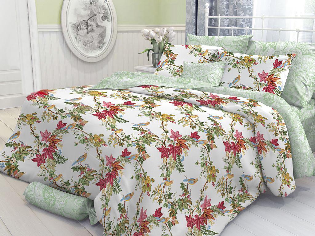 Комплект белья Verossa Garden (1,5 спальный КПБ, перкаль, наволочки 70х70), цвет: зеленый, красный163807Комплект постельного белья Verossa Garden состоит из пододеяльника, простыни и двух наволочек. Предметы комплекта выполнены из перкаля. Перкаль - ткань из натурального элитного хлопка. Использование особо тонких нитей такого хлопка обеспечивает ткани деликатность и при этом высокую плотность. Перкаль не линяет, не садится, не пиллингуется и сохраняет свои свойства даже после многократных стирок. Перкаль красив сам по себе, рисунки на этой ткани выглядят как живописное полотно. Восхитительны тонкие прорисовки линий, изысканные оттенки цвета, благородные тона. Перкаль дарит поистине неповторимые ощущения прохлады и свежести, он будто ласкает кожу, даря комфортный сон. Его поверхность напоминает лепесток розы - чуть бархатистый, нежный и невесомый. Перкаль был создан в XVIII веке специально для королевских особ Франции, с тех пор эта ткань является символом утонченного вкуса.Постельное белье Verossa отличает использование уникальной технологии - легкий уход.Особенности данной технологии: - не надо гладить, белье самостоятельно восстанавливает форму после стирки, достаточно высушить аккуратно развешенное белье и, свернув его, убрать в шкаф; - не мнется - внешний вид белья остается безупречным и между стирками, оно не сминается в процессе эксплуатации, такое ощущение, что постель только что заправлена; - не пачкается - постельное белье с обработкой легкий уход меньше пачкается и дольше сохраняет свежесть. Характеристики: Страна: Россия. Материал: перкаль (100% хлопок). В комплект входят: Пододеяльник - 1 шт. Размер: 148 см х 215 см. Простыня - 1 шт. Размер: 180 см х 215 см. Наволочка - 2 шт. Размер: 70 см х 70 см.УВАЖАЕМЫЕ КЛИЕНТЫ! Обращаем ваше внимание, на тот факт, что изображенный на фотографии комплект постельного белья служит для демонстрации целого комплекта. Производитель оставляет за собой право без предупреждения изменять расцветку наволочек (они могут соотве