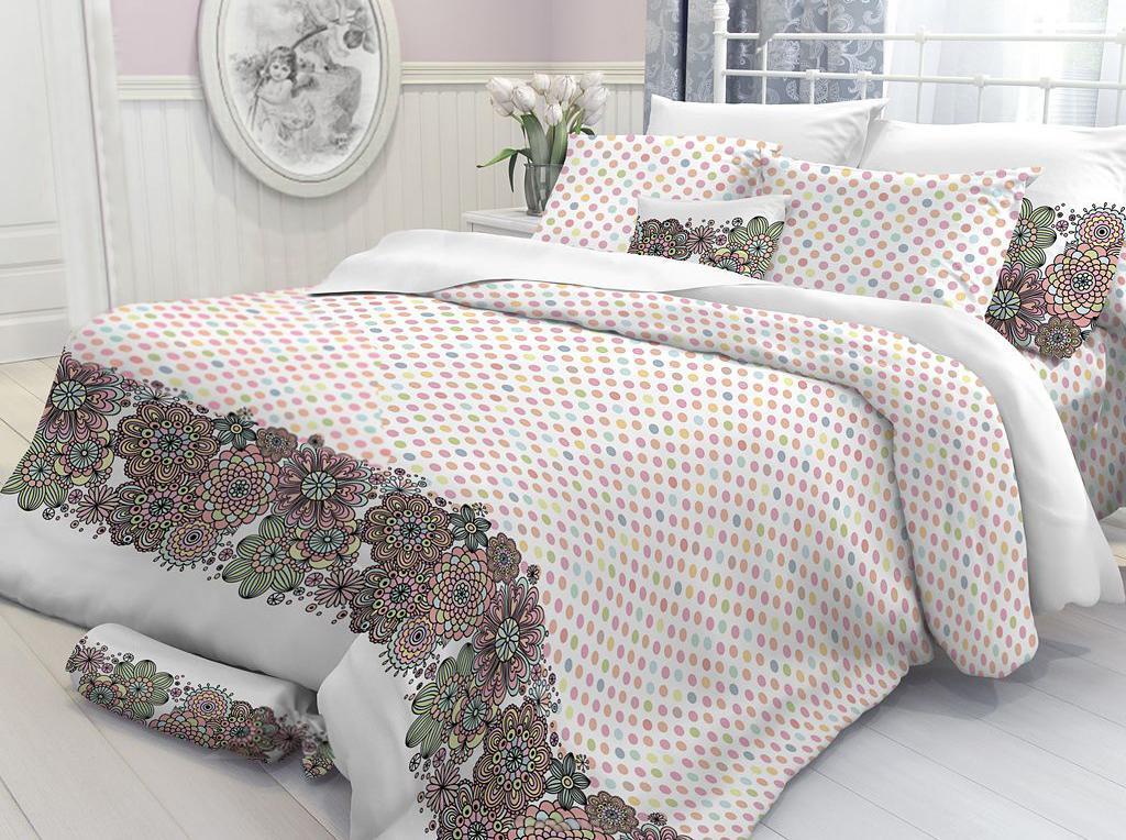 Постельное белье Verossa Nura (евро КПБ, перкаль, наволочки 70х70, 50х70)177937Комплект постельного белья Verossa Nura состоит из пододеяльника, простыни и четырех наволочек. Предметы комплекта выполнены из перкаля. Перкаль - ткань из натурального элитного хлопка. Использование особо тонких нитей такого хлопка обеспечивает ткани деликатность и при этом высокую плотность. Перкаль не линяет, не садится, не пиллингуется и сохраняет свои свойства даже после многократных стирок. Перкаль красив сам по себе, рисунки на этой ткани выглядят как живописное полотно. Восхитительны тонкие прорисовки линий, изысканные оттенки цвета, благородные тона. Перкаль дарит поистине неповторимые ощущения прохлады и свежести, он будто ласкает кожу, даря комфортный сон. Его поверхность напоминает лепесток розы - чуть бархатистый, нежный и невесомый. Перкаль был создан в XVIII веке специально для королевских особ Франции, с тех пор эта ткань является символом утонченного вкуса.Постельное белье Verossa отличает использование уникальной технологии - легкий уход.Особенности данной технологии: - не надо гладить, белье самостоятельно восстанавливает форму после стирки, достаточно высушить аккуратно развешенное белье и, свернув его, убрать в шкаф; - не мнется - внешний вид белья остается безупречным и между стирками, оно не сминается в процессе эксплуатации, такое ощущение, что постель только что заправлена; - не пачкается - постельное белье с обработкой легкий уход меньше пачкается и дольше сохраняет свежесть. Характеристики: Страна: Россия. Материал: перкаль (100% хлопок). В комплект входят: Пододеяльник - 1 шт. Размер: 200 см х 220 см. Простыня - 1 шт. Размер: 220 см х 240 см. Наволочка - 2 шт. Размер: 70 см х 70 см. Наволочка - 2 шт. Размер: 50 см х 70 см. УВАЖАЕМЫЕ КЛИЕНТЫ! Обращаем ваше внимание, на тот факт, что изображенный на фотографии комплект постельного белья служит для демонстрации целого комплекта. Производитель оставляет за собой право без предупреждения изменять расцветку наволочек