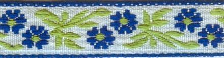 Тесьма декоративная Астра, цвет: синий, ширина 1,2 см, длина 16,4 м. 7703257_17703257_1Декоративная тесьма Астра выполнена из жаккарда и оформлена оригинальным цветочныморнаментом. Такая тесьма идеально подойдет для оформления различных творческих работ таких, как скрапбукинг, аппликация, декор коробок и открыток и многого другого. Тесьма наивысшего качества практична в использовании. Она станет незаменимым элементом в создании рукотворного шедевра. Ширина: 1,2 см.Длина: 16,4 м.