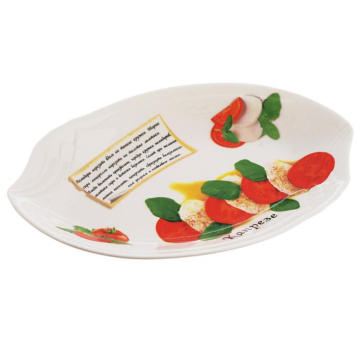 """Блюдо LarangE """"Капрезе"""", выполненное из высококачественного фарфора, порадует вас изящным дизайном и практичностью. Стенки блюда декорированы надписью """"Капрезе"""" и его изображением. Кроме того, для упрощения процесса приготовления на стенках написан рецепт и изображены необходимые продукты. В комплект прилагается небольшой буклет с рецептами любимых салатов и закусок. Такое блюдо украсит ваш праздничный или обеденный стол, а оригинальное исполнение понравится любой хозяйке. Не применять абразивные чистящие вещества."""