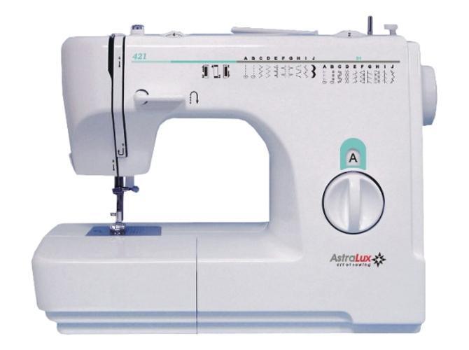 Astralux 421 швейная машинка421Швейная машина Astralux 421обладает расширенным функционалом. Она выполняет 21 швейную операцию. Эта модель поддерживает эластичные строчки для трикотажных тканей, большое количество декоративных и оверлочных строчек. С ней количество операций, которые выполняются вручную, сведено к минимуму, так как даже потайную подшивку низа можно будет сделать на машине. С Astralux 421вы сможете в полной мере проявить творческие способности в освоении такой рукодельной техники как пэтчворк. В комплектацию модели входит лапка для квилтинга. Выметывание петель в полуавтоматическом режиме улучшает вид готового изделия, так как машинная обработка не идет ни в какое сравнение с ручным обметыванием. С функцией реверса не придется закреплять строчки, завязывая узелки. Достаточно будет нажать клавишу обратного хода, сделать несколько стежков, и шов не разойдется. Если требуется намотать нить на шпульку, переключаться на холостой ход не придется, так как это переключение выполняется автоматически. В комплектацию Astralux 421 входит несколько видов лапок: универсальная, оверлочная, лапка для пуговиц, а также для вшивания молний.