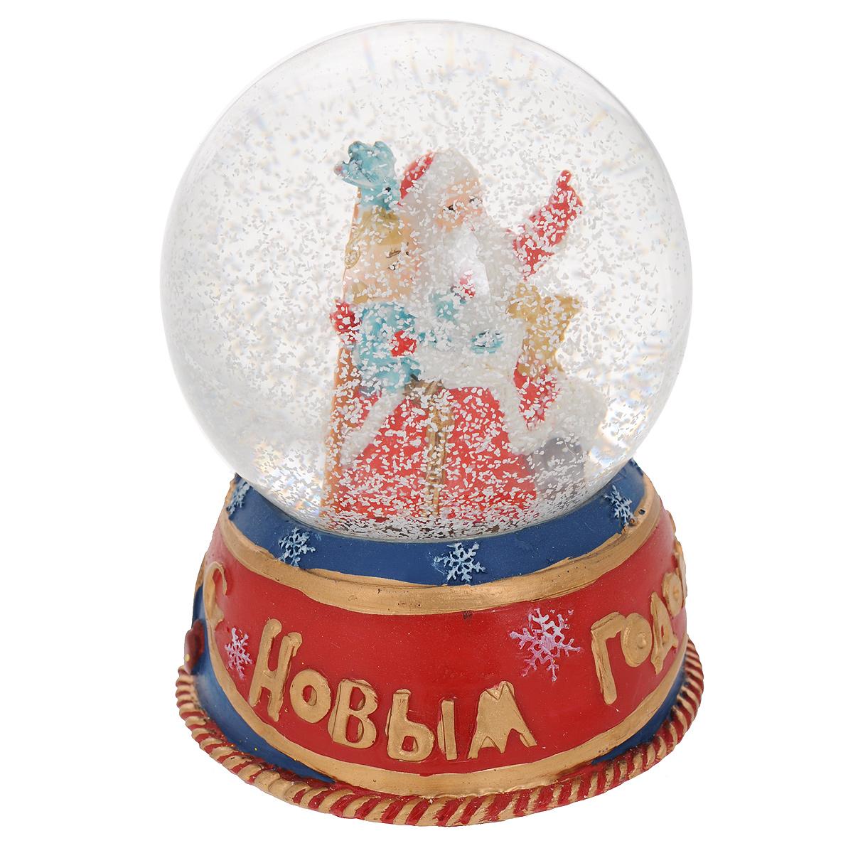 Новогодний водяной шар Дед Мороз и мальчик. 3523635236Новогодний водяной шар Дед Мороз и мальчик прекрасно подойдет для праздничного декора вашего дома. Изделие представляет собой прозрачную сферу с безопасной и нетоксичной жидкостью внутри. Шар помещен на подставку, выполненную из полирезины и декорированную надписью С Новым Годом. Шар оформлен фигурками Деда Мороза и маленького мальчика. Если потрясти фигурку, то маленькие снежинки и блестки придут в движение, создавая имитацию снегопада. Такая фигурка поможет вам украсить дом в преддверии Нового года, а также станет приятным подарком, который надолго сохранит память этого волшебного времени года.