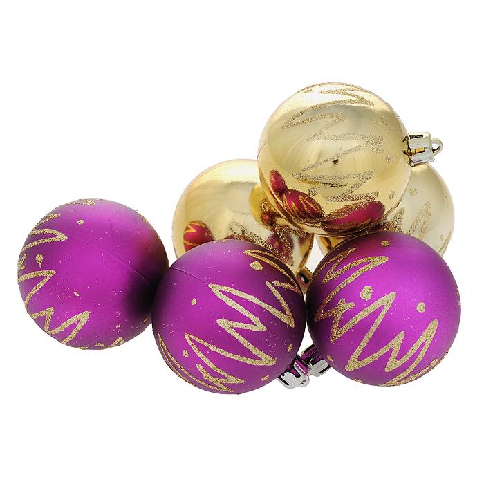 Набор новогодних подвесных украшений Шар, цвет: золотистый, фиолетовый, диаметр 6 см, 6 шт. 3551935519Набор новогодних подвесных украшений Шар прекрасно подойдет для праздничного декора новогодней ели. Состоит из шести шаров.Елочная игрушка - символ Нового года. Она несет в себе волшебство и красоту праздника. Создайте в своем доме атмосферу веселья и радости, украшая новогоднюю елку нарядными игрушками, которые будут из года в год накапливать теплоту воспоминаний. Коллекция декоративных украшений принесет в ваш дом ни с чем несравнимое ощущение волшебства! Откройте для себя удивительный мир сказок и грез. Почувствуйте волшебные минуты ожидания праздника, создайте новогоднее настроение вашим дорогим и близким.