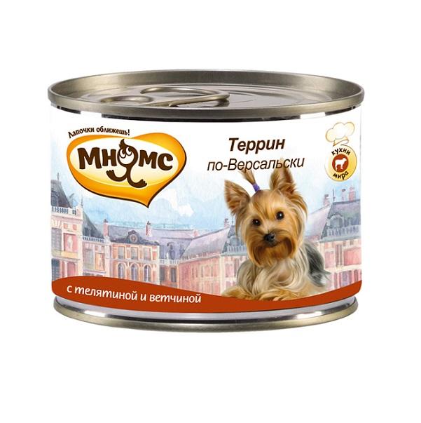 Консервы для собак Мнямс Террин по-Версальски, с телятиной и ветчиной, 200 г57655Полнорационные корма Мнямс, производимые в Германии, содержат все необходимое для здоровой и счастливой жизни вашего питомца. Входящие в состав ингредиенты абсолютно натуральны, сбалансированы и при этом обладают высокой вкусовой привлекательностью. Блюдо, занявшее достойное место на столах французской знати в XVIII-XIX веках, изначально зародилось как сытная еда для крестьян и рабочих.Террин представляет собой рулет из разных видов мяса.Щедро приправленное травами и специями мясо режут на мелкие кусочки и запекают в специальной посуде с высокими бортами, которая так и называется террин. Чтобы рулет не пересыхал, сверху его покрывают желе с пряностями. При кормлении необходимо учитывать возраст и активность животного. Собака всегда должна иметь доступ к свежей питьевой воде.Состав: мясо (68%), из них телятина (58%), ветчина (10%), грибы (2%), минералы, прованские травы (0,2%), льняное масло (0,1%).Пищевая ценность: витамин Е (30 мг), витамин D3 (200 МЕ), цинк (15 мг), марганец (3 мг), йод (0,75 мг), селен (0,03 мг).Анализ: белок 10,9%, жир 6,6%, клетчатка 0,4%, зола 2,4%, влажность 79%. Вес: 200 г. Товар сертифицирован.Чем кормить пожилых собак: советы ветеринара. Статья OZON Гид