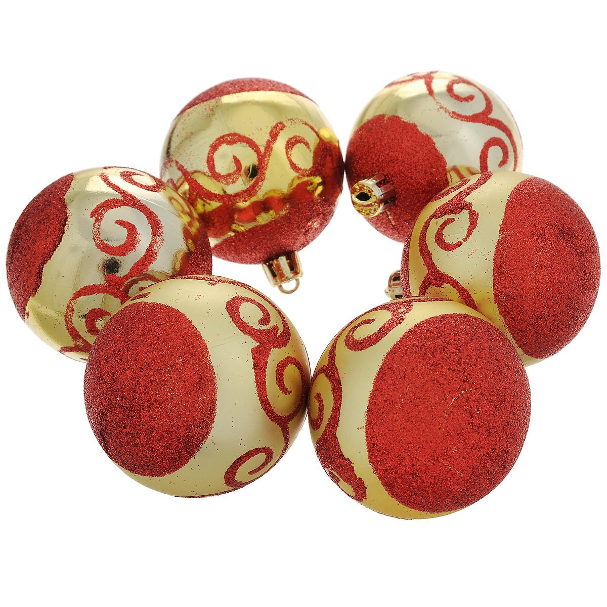 Набор новогодних подвесных украшений Шар, цвет: золотистый, красный, диаметр 6 см, 6 шт. 3555335553Набор новогодних подвесных украшений Шар прекрасно подойдет для праздничного декора новогодней ели. Состоит из шести шаров.Елочная игрушка - символ Нового года. Она несет в себе волшебство и красоту праздника. Создайте в своем доме атмосферу веселья и радости, украшая новогоднюю елку нарядными игрушками, которые будут из года в год накапливать теплоту воспоминаний. Коллекция декоративных украшений принесет в ваш дом ни с чем несравнимое ощущение волшебства! Откройте для себя удивительный мир сказок и грез. Почувствуйте волшебные минуты ожидания праздника, создайте новогоднее настроение вашим дорогим и близким.