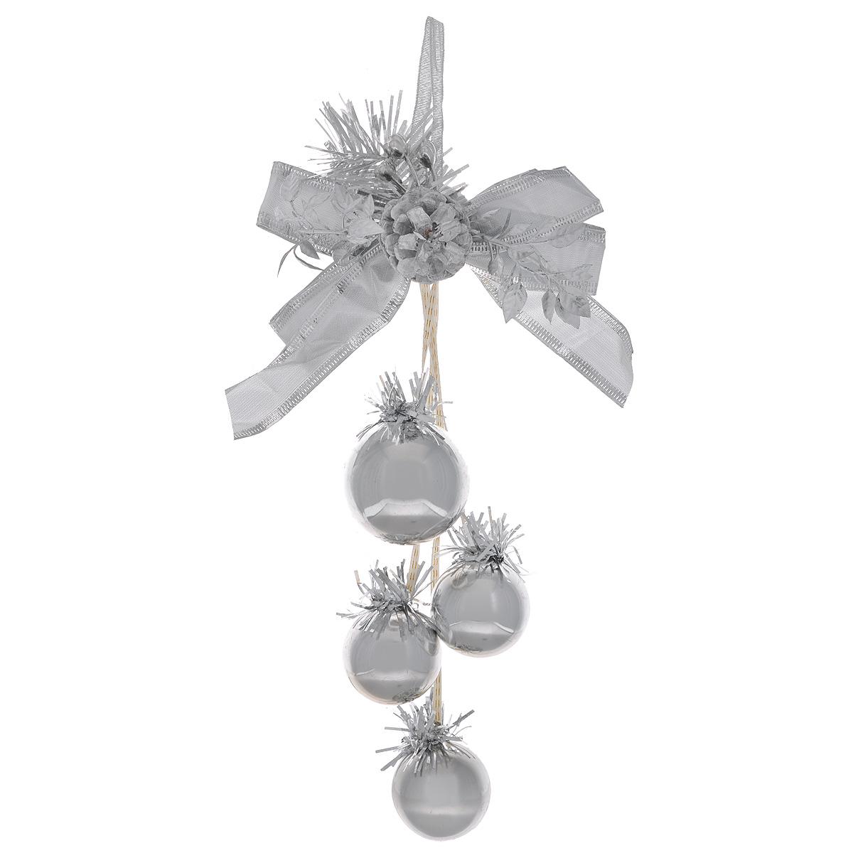 Новогоднее подвесное украшение Шарики, цвет: серебристый. 3443234432Оригинальное новогоднее украшение из пластика прекрасно подойдет для праздничного декора дома и новогодней ели. Изделие крепится на елку с помощью металлического зажима.