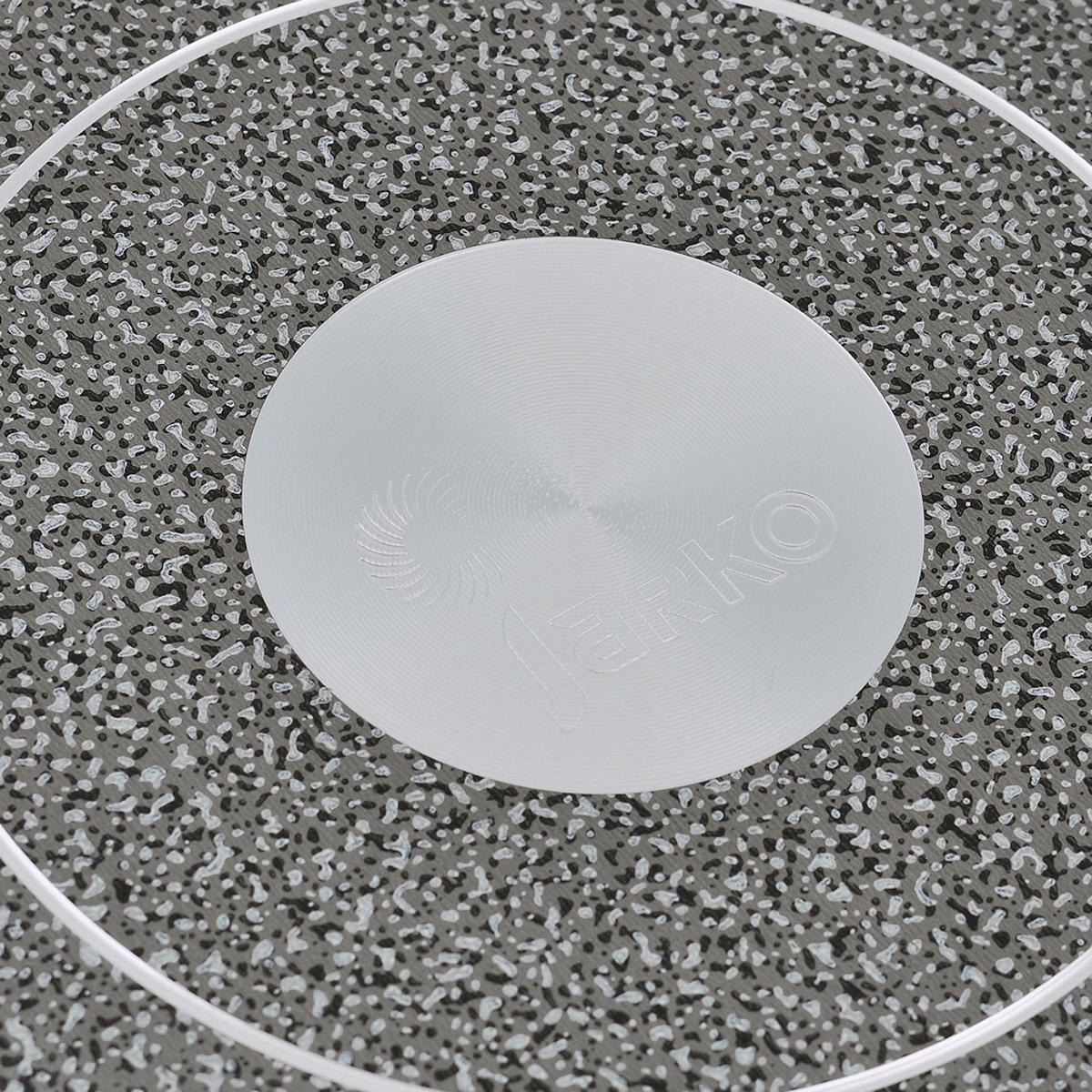"""Сковорода Jarko """"Onyx"""" изготовлена из экологичного алюминия с пятислойным внутренним и внешним антипригарным покрытием нового поколения PTFE Greblon. Она имеет 2 дополнительных слоя с эффектом каменного покрытия от Weilburger. Покрытие не оставляет послевкусия, делает возможным приготовление блюд без масла, сохраняет витамины и питательные вещества. Оно обладает повышенной стойкостью к царапинам и внешним воздействиям. Внешнее декоративное покрытие выдерживает высокую температуру. Съемная бакелитовая ручка не нагревается в процессе приготовления пищи. Сковорода пригодна для использования на всех типах плит, кроме индукционных. Подходит для чистки в посудомоечной машине. Не применять абразивные чистящие средства. Не использовать жесткие щетки."""