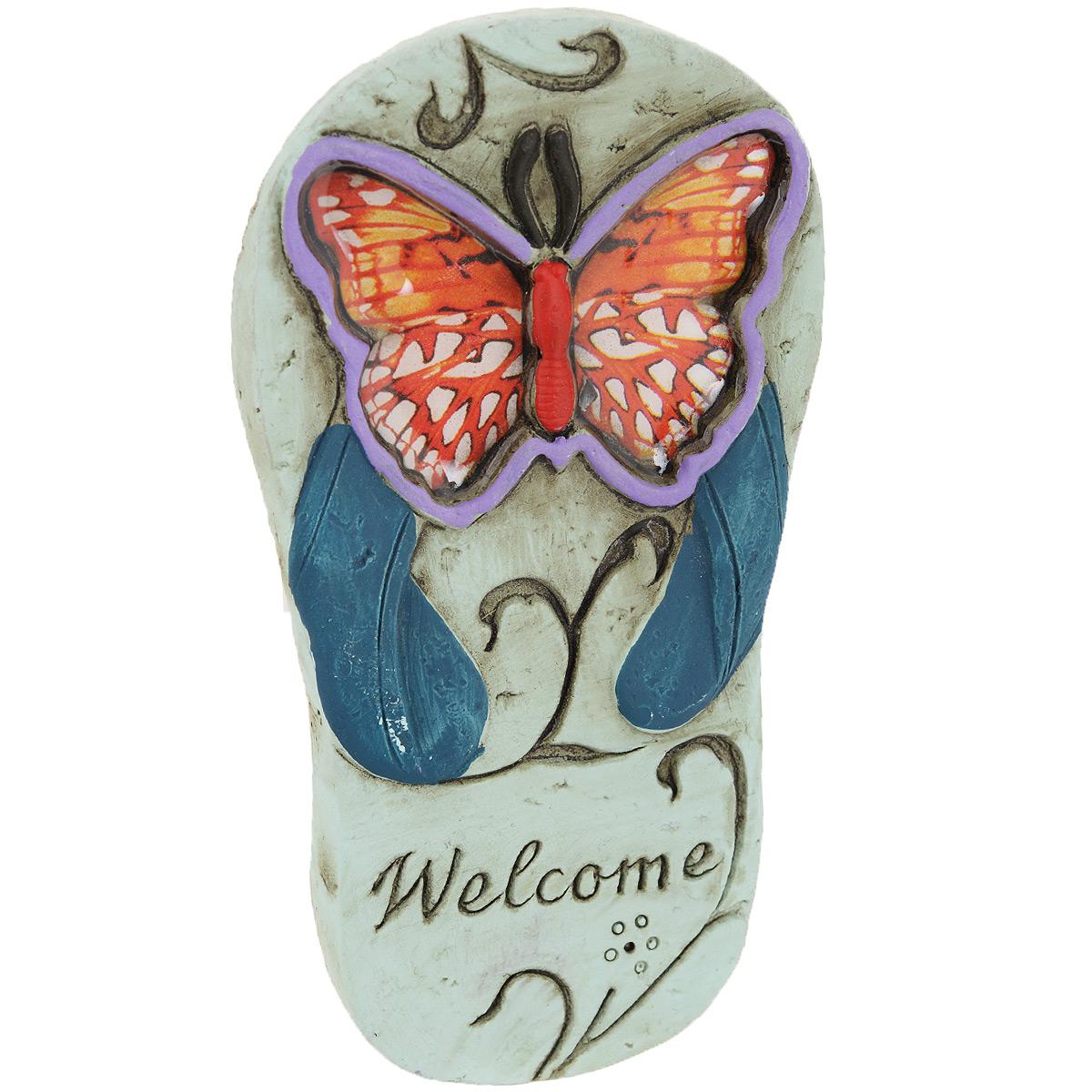 Фигурка декоративная След, цвет: голубой, оранжевый28337Оригинальная фигурка След выполнена из цемента в виде декоративного следа от ботинка, украшенного бабочкой и надписью Welcome. Такая фигурка станет прекрасным дополнением к интерьеру вашего дома или ландшафту дачного участка. Вы можете поставить фигурку в любом месте, где она будет удачно смотреться, и радовать глаз.