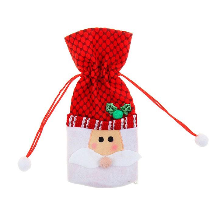 Новогодний чехол на бутылку Sima-land Дед Мороз. 333471333471Новогодний чехол на бутылку Sima-land Дед Мороз послужит оригинальным вариантом оформления бутылки вина или шампанского. Чехол выполнен из текстиля в виде мешка с завязками и декорирован изображением Деда Мороза. Благодаря такому чехлу даже обычное шампанское превратится в приятный презент.