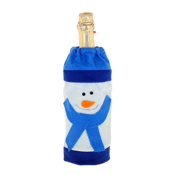 Новогодний чехол на бутылку Sima-land Снеговик. 333473333473Новогодний чехол на бутылку Sima-land Снеговик послужит оригинальным вариантом оформления бутылки вина или шампанского. Чехол выполнен из текстиля в виде снеговика в шарфе и шапке. Благодаря такому чехлу даже обычное шампанское превратится в приятный презент.