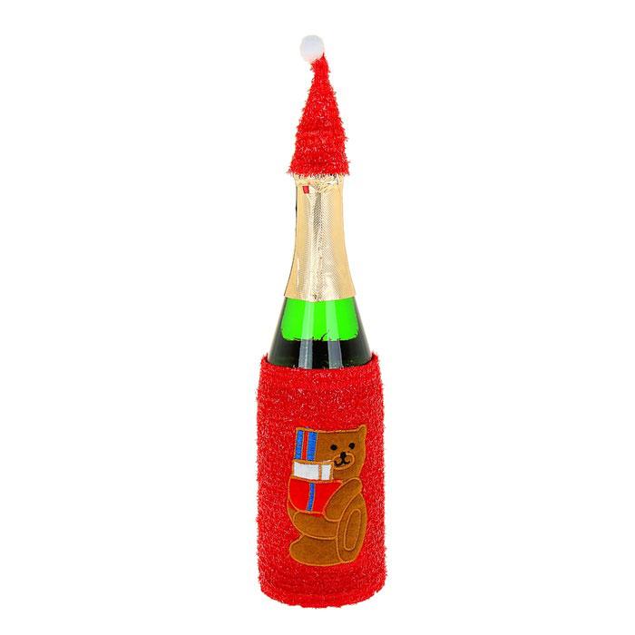 Новогодний чехол на бутылку Sima-land Мишка333476Новогодний чехол на бутылку Sima-land Мишка послужит оригинальным вариантом оформления бутылки вина или шампанского. Чехол выполнен из текстиля с блестящей бахромой в цвет изделий и пришивной аппликацией в виде медведя с подарками. В комплект входит колпак для горлышка бутылки. Благодаря новогоднему чехлу даже обычное шампанское превратится в приятный презент.Размер чехла: 11,5 см х 17,5 см. Размер колпака: 3,5 см х 3,5 см х 9 см.