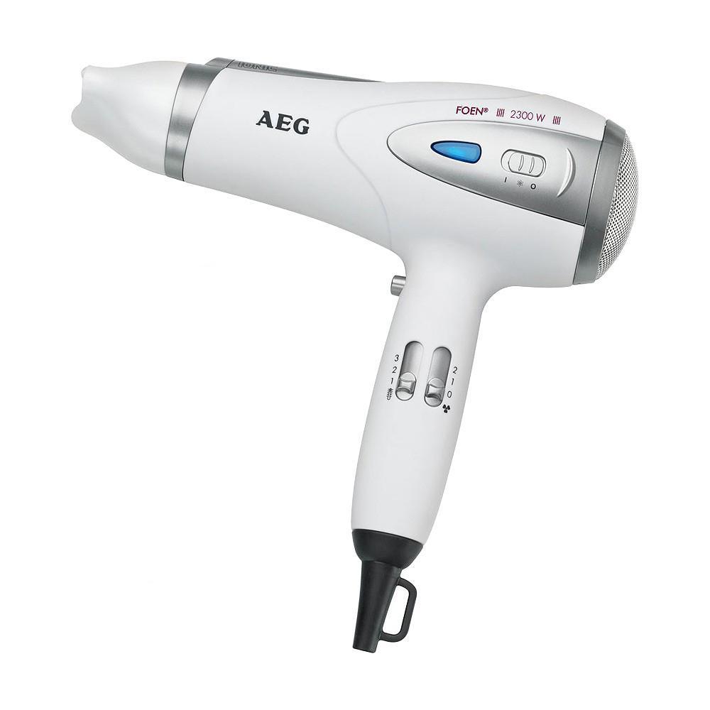 AEG HTD 5584, White фенHTD 5584 WhiteФен AEG HTD 5584 - стильный, удобный и компактный фен, который позаботится о вашей прическе и создаст прекрасное настроение. Мощности фена хватит, чтобы сократить до минимума время сушки и облегчить создание хорошей укладки. Фен оборудован функцией ионизации, благодаря которой ваши волосы не пересушиваются и выглядят более гладкими и блестящими.