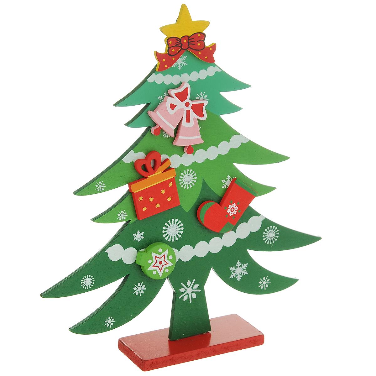 Украшение новогоднее Елочка, цвет: зеленый, 18 см. 3525935259Украшение Елочка, изготовленное из дерева, отлично подойдет для декорации вашего дома. Украшение выполнено в виде ели на прямоугольной подставке. Елка украшена снежинками, новогодними игрушками и верхушкой-звездой. Новогодние украшения всегда несут в себе волшебство и красоту праздника. Создайте в своем доме атмосферу тепла, веселья и радости, украшая его всей семьей.