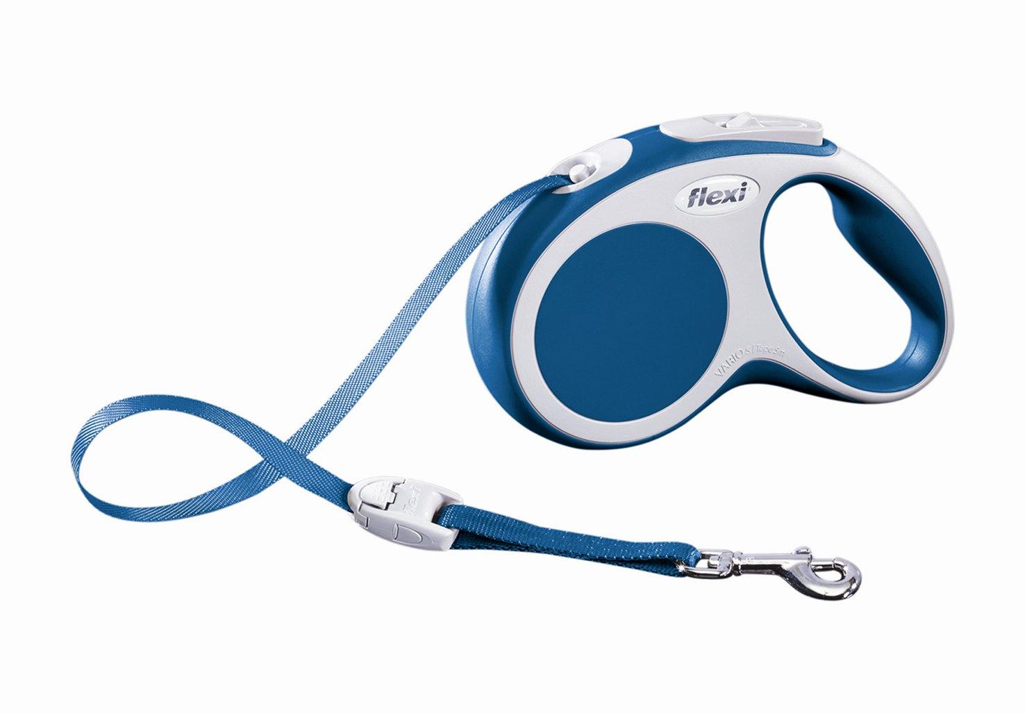 Поводок-рулетка Flexi Vario Compact S для собак до 15 кг, цвет: синий, 5 м019924Поводок-рулетка Flexi Vario Compact S изготовлен из пластика и нейлона. Ленточный поводок обеспечивает каждой собаке свободу движения, что идет на пользу здоровью и радует вашего четвероногого друга. Рулетка очень проста в использовании, оснащена кнопками кратковременной и постоянной фиксации. Ее можно оснастить - мультибоксом для лакомств или пакетиков для сбора фекалий, LED подсветкой корпуса, своркой или ремнем с LED подсветкой. Поводок имеет прочный корпус, хромированную застежку и светоотражающие элементы.Длина поводка: 5 м. Максимальная нагрузка: 15 кг.Товар сертифицирован.