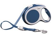 Поводок-рулетка Flexi Vario Compact L для собак до 60 кг, цвет: синий, 5 м021095Поводок-рулетка Flexi Vario Compact L изготовлен из пластика и нейлона.Подходит для собак весом до 60 кг. Ленточный поводок обеспечивает каждойсобаке свободу движения, что идет на пользу здоровью и радует вашегочетвероногого друга. Рулетка очень проста в использовании. Она оснащенакнопками кратковременной и постоянной фиксации. Ее можно оснаститьмультибоксом для лакомств или пакетиков для сбора фекалий, LED подсветкойкорпуса, своркой или ремнем с LED подсветкой. Поводок имеет прочный корпус,хромированную застежку и светоотражающие элементы. Длина поводка: 5 м.Максимальная нагрузка: 60 кг.Товар сертифицирован.
