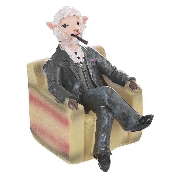 Декоративная фигурка Овечка в образе Дона Корлеоне, высота 7,5 см. 3456234562Декоративная фигурка Овечка в образе Дона Корлеоне станет прекрасным сувениром, который вызовет улыбку и поднимет настроение. Фигурка выполнена из полирезины в виде овечки, сидящей в кресле с сигарой.Поставьте фигурку в любое понравившееся вам места, где она будет удачно смотреться и радовать глаз.